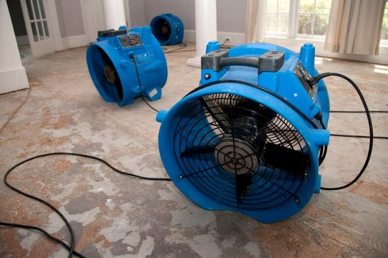 Construction dryer for drying after water damage on parquet