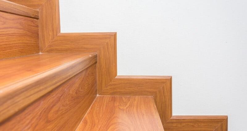 Vinylboden auf Treppe verlegen